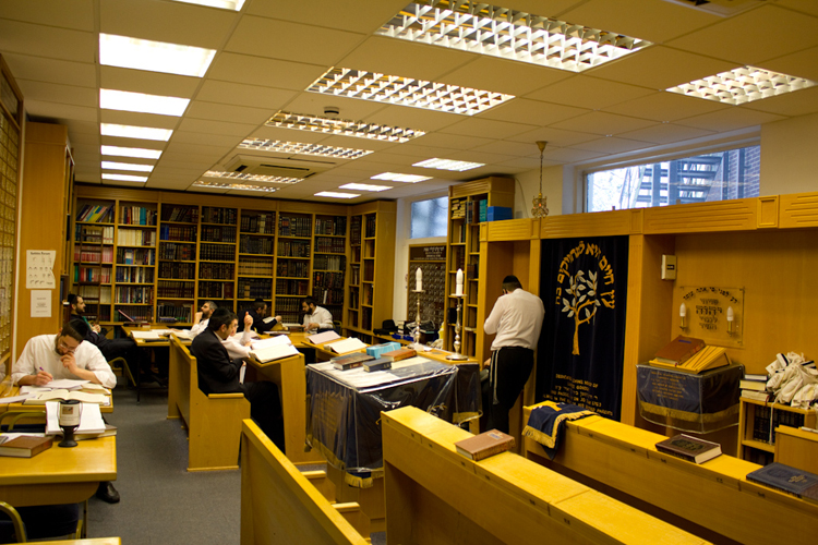 The Alan Sheff Beit Hamidrash provides a learning environment for the Kollel [photo: Ed Horwich]